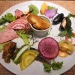 78904138 - 前菜の盛合せ ※鴨ロースは赤海老の代替料理