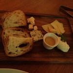 牡蠣と地中海料理 ALEGRIA - チーズの盛り合わせ