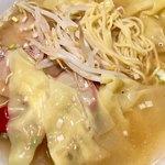 紅宝石 - 細麺とたっぷりのワンタン