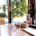 ガーデンテラス リーフ - 窓際席