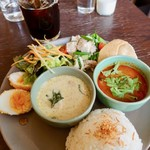 coci - トムヤムクンとグリーンカレーの贅沢プレートランチ 1300円