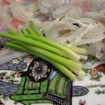 三宜楼茶寮 - ふく薄造りは葱を巻いて紅葉おろしポン酢で