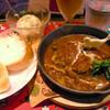 シチメンザカ ネコジタヤ - 料理写真:手作り煮込みハンバーグ ドリンクセット 生ビール  ¥1,200
