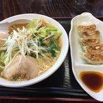 麺処 くろ川 - 北海道味噌ラーメン+味玉+ギョウザ