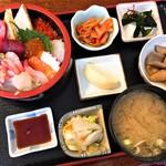居酒屋・寿司江戸 - 料理写真:海鮮丼(900円)