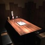 炭火焼鳥専門店 まさや - テーブル席でも270円!