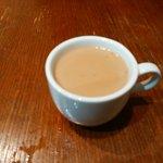 ムガルカフェ - Cセットのホットチャイ 最初から甘い仕様