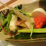 寿し半 藍路 - 前菜の地元野菜のサラダ