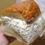 小松パン店 - 牛乳パンのクリーム