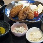 サザエ本店 - 料理写真:特大カキフライ定食