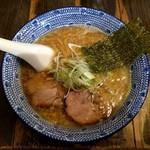 らーめんてつや - 料理写真:正油らーめん(810円)