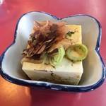 おんがラーメン - 定食の小鉢 (冷奴)