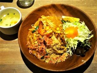 タイ料理 サイアムオーキッドスプリーム 東京駅キッチンストリート店 - パッタイ