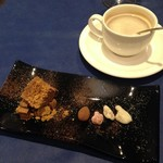 シェ・ムラ - コーヒーと各種ショコラ