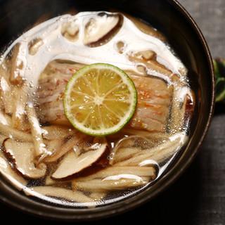 温かなもてなしの心を感じる、端正な美しさの光る料理の数々