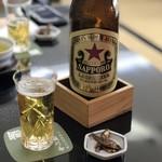 駿河屋 - 瓶ビールは赤星 700円(税別)