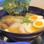 アッパリ - 料理写真:濃厚醤油鶏白湯らーめん特製(全部のせ)