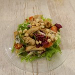 クラフトキッチン - チーズたっぷり県産鶏スモークのサラダ シーザー風(ハーフ)