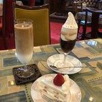 カフェ アール デコ - 料理写真:水出し珈琲クレミアフロート、水出し珈琲アイスラテ、ショートケーキ。