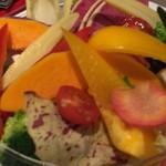 エミット フィッシュバー オイスター&グリル - 野菜盛りのアップ