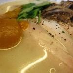 78939103 - 塩気の立つベースの鶏白湯にかぼちゃソースを溶け込ましていく