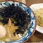 三宝亭 - 鶏白湯塩らーめんの味玉&岩のりトッピング♪半炒飯