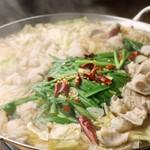 お肉と魚と貝のどれもこれも - 博多風モツ鍋