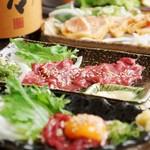 お肉と魚と貝のどれもこれも - 桜ユッケ・馬刺し