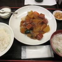 水漫庭-Bセット(週替り・牛バラ肉の醬油煮) 800円