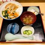 和味餃子 - 餃子丼(700円)