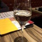 78943872 - スパークリングワインで乾杯!