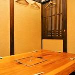 露石 - 店内(テーブル席)