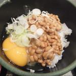 ゆで太郎 - そしてねぎ&生卵を入れる(2017.12.7)