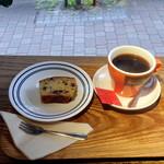 バン コーヒー バイロン ベイ - モーニングコーヒー300円、チョコバナナケーキ250円