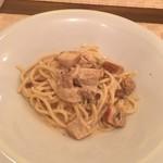 神田小川町 幻のイタリアン カンティーニ - まぼろしのポルチーニ茸のクリームソース  スープと食べ放題のパンが付いて1,180円