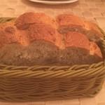 神田小川町 幻のイタリアン カンティーニ - 食べ放題の全粒粉パン