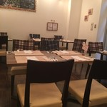 神田小川町 幻のイタリアン カンティーニ - 店内はテーブル席24席