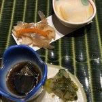 78954927 - 上:百合根の葛豆腐、中:レンコンのキンピラ、下:茄子の田舎煮、山葵昆布、酒盗胡瓜