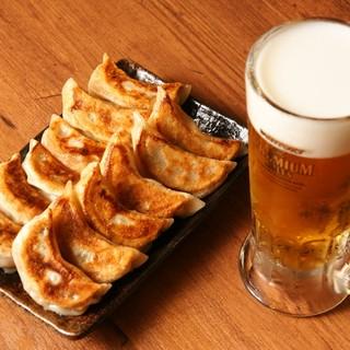ビールと一緒に♪溢れ出す肉汁たっぷり【肉汁焼餃子(6コ)】