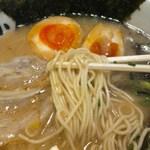九州筑豊ラーメン 山小屋 - 麺アップ