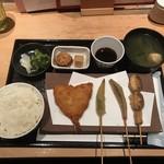 100-001 - アジフライ定食(800円)