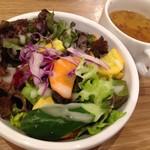 ジャクソンファーム&グリル - サラダ・スープ set ¥100 (税別)