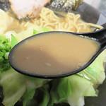 三代目無邪気 - スープが濃いゆえに、豚骨醤油>カレー。