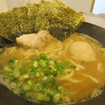 三代目無邪気 - 海苔半熟味玉ラーメン780円。