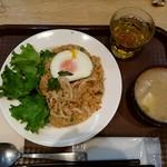 オーガニックハウス - ナシゴレンと胡麻風味豚汁
