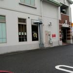 横浜家系ラーメン 満月家 - 駐車場からの外観