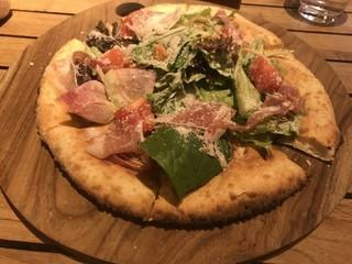 メロー カフェ - サラダ仕立てのヘルシーピザ
