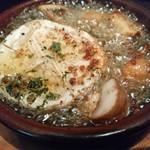 DAIGOMI - 岡山県産マッシュルームとカマンベールのアヒージョ