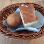 SUZUKAFFE - フォカッチャと丸パン