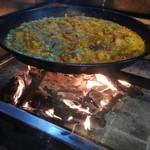 ElTragón - 薪炊きパエリア(新年でお客さん私達だけだったので、近くで写真撮らせていただきました)